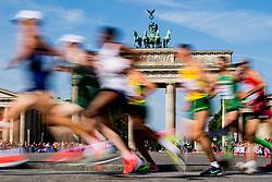 August 12, 2018 - Berlin, GERMANY - 180812 Athletes run past the Brandenburger Tor in the men's marathon final during the European Athletics Championships on August 12, 2018 in Berlin..Photo: Vegard Wivestad GrÂ¿tt / BILDBYRN / kod VG / 170206 (Credit Image: © Vegard Wivestad Gr¯Tt/Bildbyran via ZUMA Press)