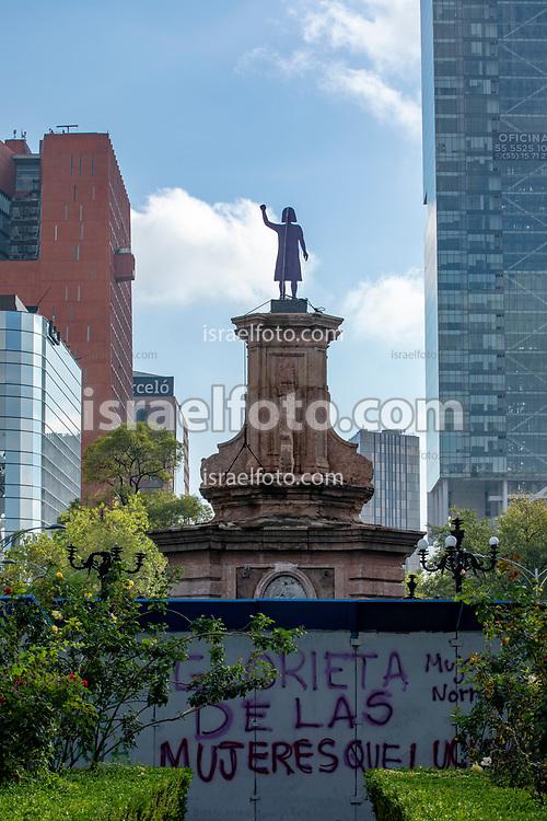 Antimonumenta colocada por colectivas feministas en la antes conocida Glorieta de Colón ahora llamada Glorieta de las Mujeres que Luchan.