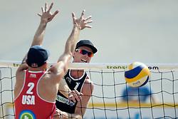 17-07-2014 NED: FIVB Grand Slam Beach Volleybal, Apeldoorn<br /> Poule fase groep A mannen - Chaim Schalk CAN, Philip Dalhausser USA