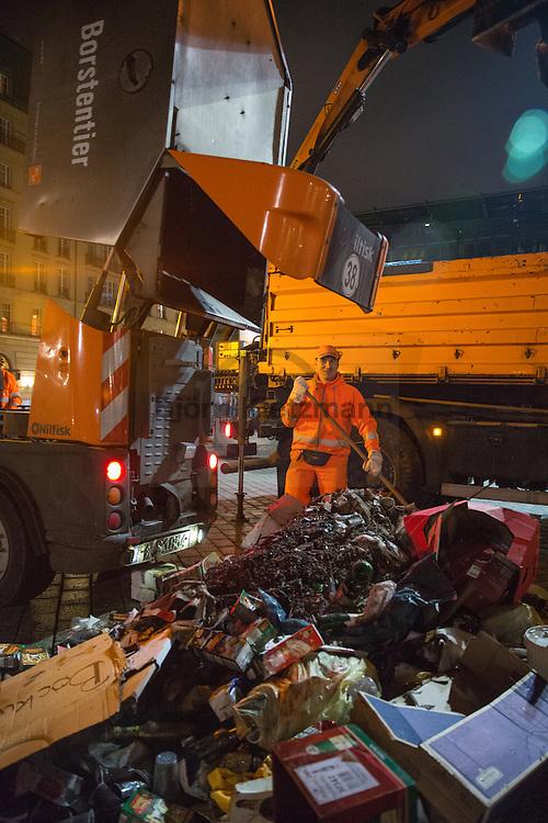 Berlin, Germany - 01.01.2015<br /> <br /> Cleaning on New Year. Employees of the Berliner Stadtreinigung sweep at Pariser Platz near the Brandenburg Gate the trash of New Year's Eve celebration up.<br /> <br /> Aufräumen am Neu Jahr. Angestellte der Berliner Stadtreinigung fegen auf dem Pariser Platz am Brandenburger Tor den Muell der Silvesterfeier zusammen.<br /> <br /> Photo: Bjoern Kietzmann