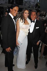 Left to right, ARUN NAYAR, LIZ HURLEY and VALENTINO at the Ark 2007 charity gala at Marlborough House, Pall Mall, London SW1 on 11th May 2007.<br /><br />NON EXCLUSIVE - WORLD RIGHTS