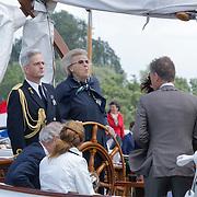 NLD/Loosdrecht/20120623 - Koningin Beatrix bezoekt vlootschouw nij het 100 jarig bestaan van watersportvereniging WNL  ,