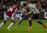 Football - 2018 / 2019 Premier League - West Ham United vs. Newcastle United<br /> <br /> Salomon Rondon (Newcastle United)  strikes the free kick at the London Stadium<br /> <br /> COLORSPORT/DANIEL BEARHAM