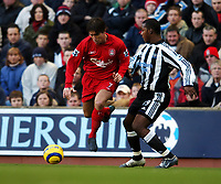 Fotball<br /> Premier League 2004/05<br /> Liverpool v Newcastle<br /> 19. desember 2004<br /> Foto: Digitalsport<br /> NORWAY ONLY<br /> Harry Kewell<br /> Liverpool 2004/05<br /> Titus Bramble Newcastle United