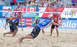 31.07.2016, Strandbad, Klagenfurt, AUT, FIVB World Tour, Beachvolleyball Major Series, Klagenfurt, Herren, im Bild Chaim Schalk (1, CAN), Ben Saxton (2, CAN) hinten, Michal Bryl (1, POL), Bartosz Losiak (2, POL) vorne // during the FIVB World Tour Major Series Tournament at the Strandbad in Klagenfurt, Austria on 2016/07/31. EXPA Pictures © 2016, PhotoCredit: EXPA/ Lisa Steinthaler