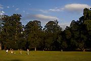 Sao Paulo_SP, Brasil...Pessoas jogando futebol no Parque do Ibirapuera...The people is playing soccer in Ibirapuera Park...Foto: MARCUS DESIMONI / NITRO