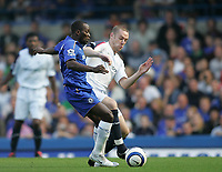 Photo: Lee Earle.<br /> Chelsea v Bolton Wanderers. The Barclays Premiership.<br /> 15/10/2005. Chelsea's Claude Makelele battle with Kevin Nolan.