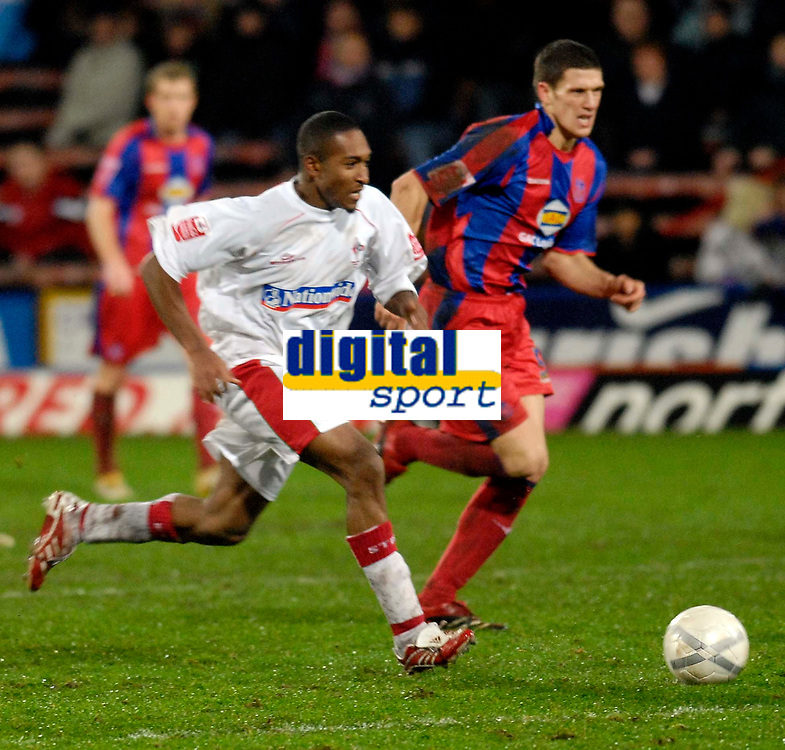 Photo: Alan Crowhurst.<br />Crystal Palace v Swindon Town. The FA Cup. 06/01/2007. Swindon's Ricky Shakes attacks.