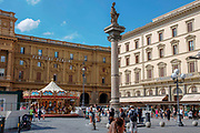 Italy, Tuscany,  Florence. Tourists and pedestrians in the Old Town