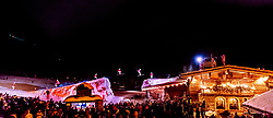 27.12.2017, Kralleralm, Leogang, AUT, Huettenspringen bei der KrallerAlm, im Bild die Skilehrer der Skischule Altenberger wagen im Winter spektakuläre Sprünge auf das Dach der Kraller Alm // The ski instructors of the ski school Altenberger are jumping in Winter with ski on the roof of the Kraller Alm. EXPA Pictures © 2017, PhotoCredit: EXPA/ JFK