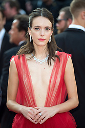 Stacy Martin arriving on the red carpet for the Closing Ceremony and 'The Specials (Hors normes)' screening held at the Palais Des Festivals in Cannes, France on May 25, 2019 as part of the 72th Cannes Film Festival. Photo by Nicolas Genin/ABACAPRESS.COM