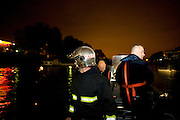 Charenton. Paris, France. 6 Mai 2009..Brigade Fluviale de Paris..1h41 Intervention sur un feu electrique sous le pont de Charenton..Charenton. Paris, France. May 6th 2009..Paris fluvial squad..1:41 am Intervention on a fire under a bridge...