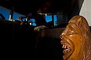 Ibiai_MG, Brasil...Rio Sao Francisco, o rio da integracao nacional. Na foto, a escultura de uma carranca em um barco...The Sao Francisco river, It is an important river for Brazil, called the river of national integration. In this photo, the sculpture of the carranca in a boat...Foto: LEO DRUMOND / NITRO