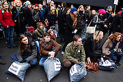 Een paar honderd studenten demonstreren op de studentencampus De Uithof in Utrecht tegen de voorgenomen bezuinigingen op het onderwijs.<br /> <br /> A couple of hundred students are demonstrating at the university campus Uithof in Utrecht against the cutbacks on education.