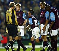Fotball, 16. september 2002. FA Barclaycard premiership,  Birmingham - Aston Villa 3-0. Aston Villa-keeper Peter Enckleman, kastet ballen i eget mål. Her sammen med blant anet  Olof Mellberg, Steve Staunton og Dion Dublin.