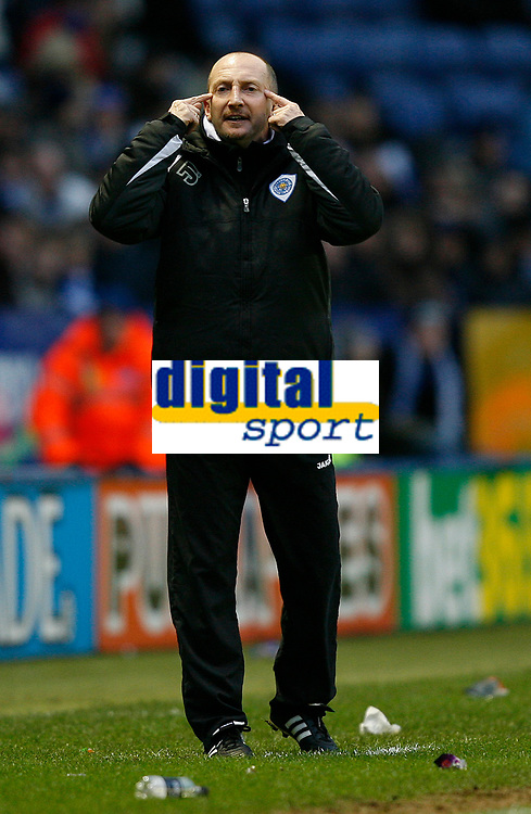 Photo: Steve Bond/Sportsbeat Images.<br />Leicester City v Charlton Athletic. Coca Cola Championship. 29/12/2007. Ian Holloway indicates that the linesman may need some optical assistance.