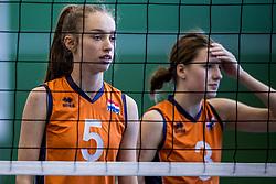 30-03-2018 NED: Nederland - Wit Rusland, Arnhem<br /> De Nederlandse volleybal meisjes jeugd spelen hun eerste oefeninterland op Papendal in Arnhem tegen Wit Rusland en wonnen met 3-0 / Hyke Lyklema #3, Annika de Goede #5