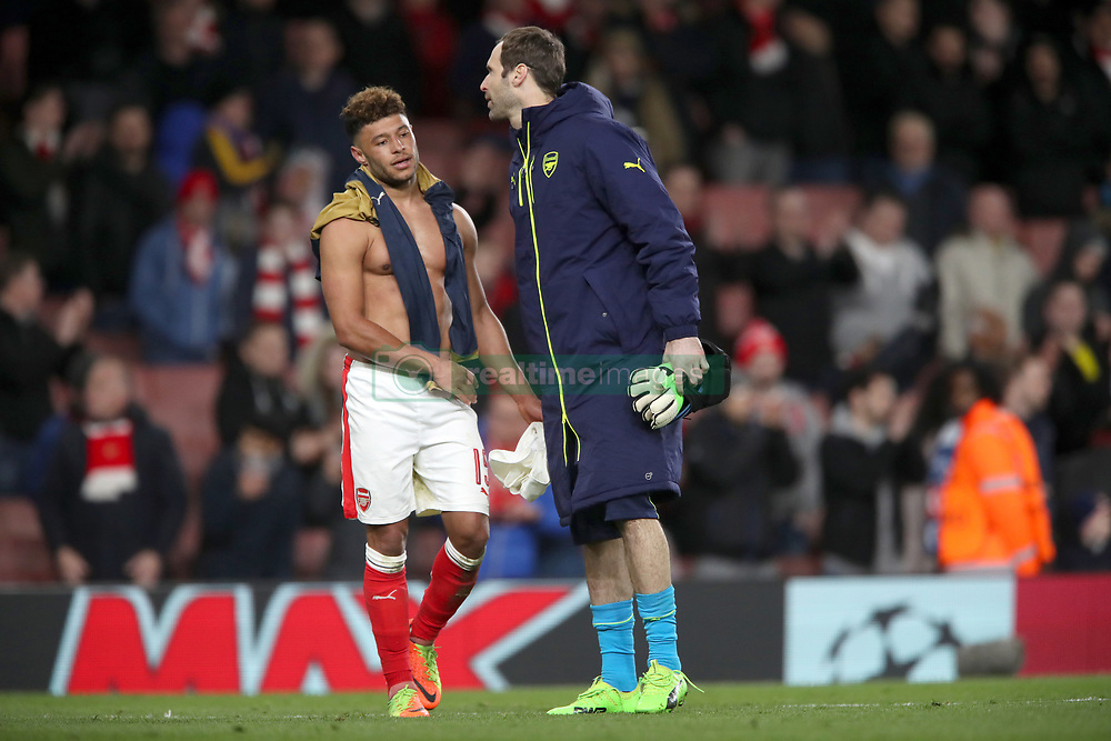 Arsenal's Alex Oxlade-Chamberlain and Arsenal goalkeeper Petr Cech after the final whistle