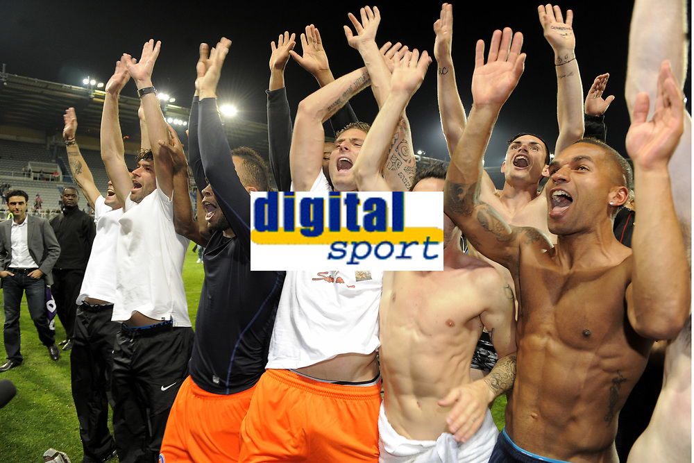 FOOTBALL - FRENCH CHAMPIONSHIP 2011/2012 - L1 - AJ AUXERRE v MONTPELLIER HSC - 20/05/2012 - PHOTO JEAN MARIE HERVIO / REGAMEDIA / DPPI - CELEBRATION MONTPELLIER PLAYERS WITH THE FANS AFTER THE VICTORY IN LIGUE 1