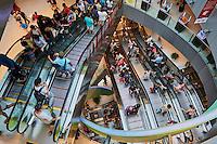 Singapour, escaltor dans le centre commercial de Harbour Front// Singapore, escalator on Harbour Front commercial center