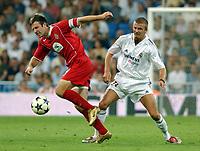 Fotball<br /> Kvalifisering til UEFA Champions League<br /> 25.08.2004<br /> Foto: SBI/Digitalsport<br /> NORWAY ONLY<br /> <br /> Real Madrid v Wisla Krakow<br /> <br /> Real Madrid's David Beckham and Wisla Krakow's Zurawski