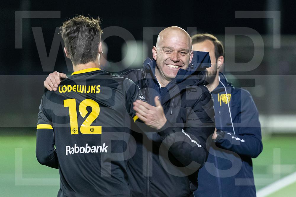 Rotterdam, Tulp Hoofdklasse Hockey Heren, Seizoen 2020-2021, 16-04-2021, Rotterdam - Den Bosch 0-3, Arjen Lodewijks (Den Bosch)  en Coach Eric Verboom (Den Bosch) vieren winst COPYRIGHT WORLDSPORTPICS WILLEM VERNES