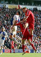 Fotball<br /> England <br /> Foto: Propaganda/Digitalsport<br /> NORWAY ONLY<br /> <br /> LIVERPOOL, ENGLAND - SATURDAY, OCTOBER 14th , 2006: Liverpool's John Arne Riise and Craig Bellamy in action against Blackburn Rovers' Brett Emerton during the Premiership match at Anfield.