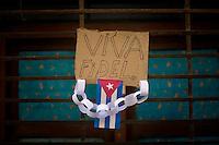 cardboard sign saying fidel lives or viva fidel