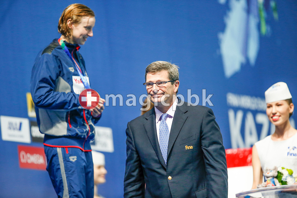 Fina Vice President Dale E. NEUBURGER (C) of United States of America (USA) walks away after presenting Katie Ledecky (L) of the United States of America (USA) with the Gold medal for winning the women's 800m Freestyle Final during the 16th FINA World Swimming Championships held at the Kazan arena in Kazan, Russia, Saturday, Aug. 8, 2015. (Photo by Patrick B. Kraemer / MAGICPBK)