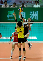26-08-2010 VOLLEYBAL: WGP FINAL CHINA - JAPAN: BEILUN NINGBO<br /> China produced an impressive performance to outgun Japan 3-1 / Juan Li<br /> ©2010-WWW.FOTOHOOGENDOORN.NL