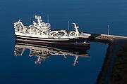 The fishingboat Rogne at harbour | Fiskebåten Rogne ligger ved sin heimehavn på Leinøy.