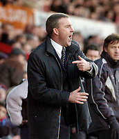 Photo: Leigh Quinnell.<br /> Brentford v Swansea City. Coca Cola League 1.<br /> 26/12/2005. Swansea manager Kenny Jackett shouts to his team.