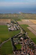 Nederland, Friesland, Gemeente Dongeradeel, 08-09-2009; het dorp  Holwerd met bedrijventerrein, gezien naar de veerdam (pier) met veerhaven voor veerdienst op Ameland (eiland aan de horizon).Village Holwerd, with business park, seen to the causeway (pier) for the ferry to Ameland (Island on the horizon).luchtfoto (toeslag); aerial photo (additional fee required); .foto Siebe Swart / photo Siebe Swart