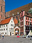 """Kamieniczki - """"Jaś"""" (po lewej) i """"Małgosia"""" przy rynku we Wrocławiu, Polska<br /> Tenements - """"Jaś"""" (on the left) and """"Małgosia"""" on market place in Wrocław, Poland"""