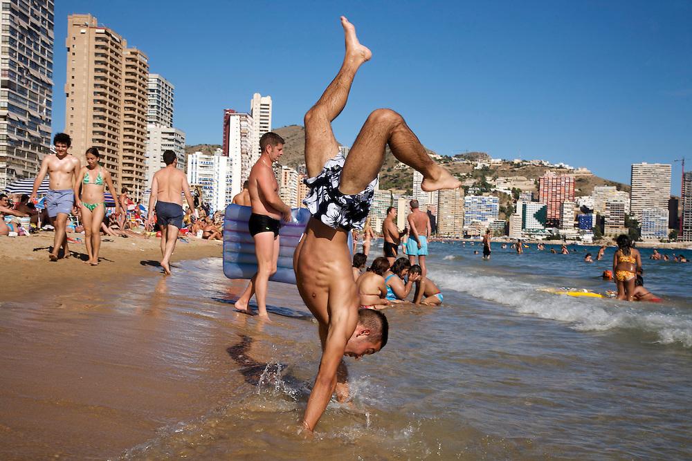 05/Marzo//2009 Madrid.Turistas en la Playa de Levante..©JOAN COSTA....