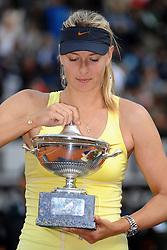 15.05.2011, Foro Italico, Rom, ITA, WTA World Tour, Rome Masters, im Bild Maria Sharapova of Russia celebrates winning with the cup after winning the final of Wta Internazionali BNL d'Italia against Samantha Stosur of Australia.Maria Sharapova con la coppa.Roma 15/5/2011 Foro Italico.Internazionali BNL d'Italia - Tennis.. EXPA Pictures © 2011, PhotoCredit: EXPA/ InsideFoto/ Andrea Staccioli +++++ ATTENTION - FOR AUSTRIA/AUT, SLOVENIA/SLO, SERBIA/SRB an CROATIA/CRO CLIENT ONLY +++++