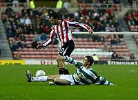 Photo: Andrew Unwin.<br />Sunderland v Northwich Victoria. The FA Cup. 08/01/2006.<br />Northwich's Carlos Roca (R) looks to tackle Sunderland's Julio Arca (L).