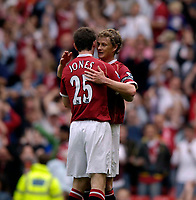 Photo: Jed Wee.<br />Manchester United v Seville. Pre Season Friendly. 12/08/2006.<br /><br />Manchester United's Ole Gunnar Solskjaer (R) congratulates scorer David Jones.