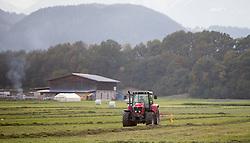 THEMENBILD - ein Landwirt auf den Feldern mit einem Traktor bei der Heuernte, aufgenommen in Baumkirchen, Österreich am 22. Oktober 2015. EXPA Pictures © 2015, PhotoCredit: EXPA/ Jakob Gruber
