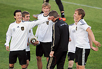 Fotball<br /> VM 20910<br /> Trening og pressekonferane Tyskland<br /> 30.06.2010<br /> Foto: Witters/Digitalsport<br /> NORWAY ONLY<br /> <br /> v.l. Mesut Oezil, Philipp Lahm, Stefan Kiessling, Hans-Joerg Butt, Marko Marin, Holger Badstuber<br /> Fussball WM 2010 in Suedafrika, DFB Training Deutschland