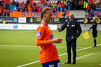 1. divisjon fotball 2018: Aalesund - Mjøndalen. Aalesunds trener Lars Bohinen gir tegn til spillerne i sluttminuttene av førstedivisjonskampen i fotball mellom Aalesund og Mjøndalen på Color Line Stadion.
