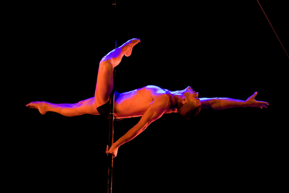 Lundi 14 Septembre 2009. Paris, France..Premiere competition Officielle de Pole Dance en France..20eme Theatre (Paris 20eme)..Emiliano Scimeoni