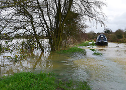 © Licensed to London News Pictures. 22/11/2012. Oxfordshire, UK The Oxford-Coventry Canals banks disappear under floodwater front eh River Cherwell as the two begin to merge. Flooding in Oxfordshire today 22 November 2012. Heavy rain across large parts of the South West of the country has caused widespread flooding. Photo credit : Stephen Simpson/LNP