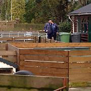 Technisch onderzoek politie kinderboerderij Canton Baarn ivm vermissing echtpaar Muller - van der Velden, recherche