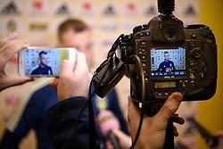 November 15, 2018 - Stockholm, SVERIGE - 181115 John Guidetti intervjuas av media i mixed zone efter en trÅning med Sveriges fotbollslandslag den 15 november 2018 i Stockholm  (Credit Image: © Simon HastegRd/Bildbyran via ZUMA Press)