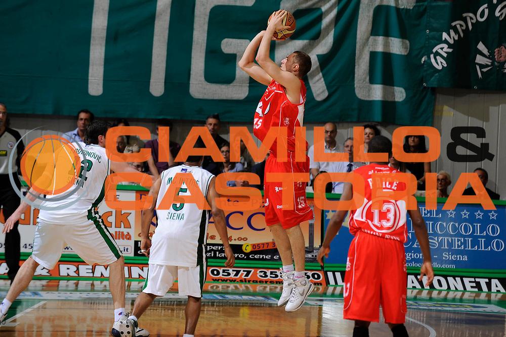 DESCRIZIONE : Siena Lega A 2008-09 Playoff Finale Gara 2 Montepaschi Siena Armani Jeans Milano<br /> GIOCATORE : Mindaugas Katelynas<br /> SQUADRA : Armani Jeans Milano <br /> EVENTO : Campionato Lega A 2008-2009 <br /> GARA : Montepaschi Siena Armani Jeans Milano<br /> DATA : 12/06/2009<br /> CATEGORIA : tiro<br /> SPORT : Pallacanestro <br /> AUTORE : Agenzia Ciamillo-Castoria/G.Ciamillo