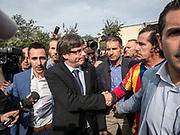 Le president Carles Puigdemont est venu visiter le bureau de vote qui a était fermé par la Guardia Civil, c'est dans ce bureau qu'il devait voté a 9H30
