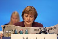 02 DEC 2003, BERLIN/GERMANY:<br /> Angela Merkel, CDU Bundesvorsitzende, liest Zeitung, vor Beginn des 17. CDU Parteitages, Messe Leipzig<br /> IMAGE: 20031202-01-005<br /> KEYWORDS: party congress, Gespraech, Gespräch