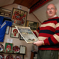 Manchester Utd. fan Noel Howard holding a 1998copy of the Manchester Evening News remembering the Munich crash.<br /><br />Photograph by Yvonne Vaughan.