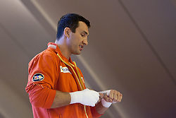 07.06.2011, Stanglwirt, Going, AUT, Wladimir Klitschko, Training, im Bild Wladimir Klitschko bindet sich die Hände ein. EXPA Pictures © 2010, PhotoCredit: EXPA/ J. Groder